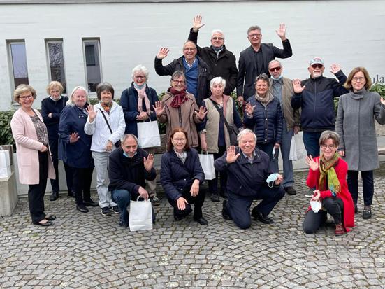 Gruppenbild der gehörlosen Frauen und Männer